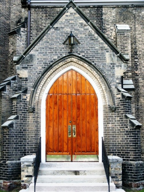 church-doors-1524762-639x852